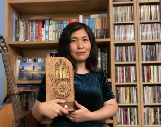 Image of a woman, Wenyan Lu, in front of a bookcase.